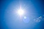 Солнце, звезда в ста пятидесяти миллионах километров от Земли, питает всё живое на Земле
